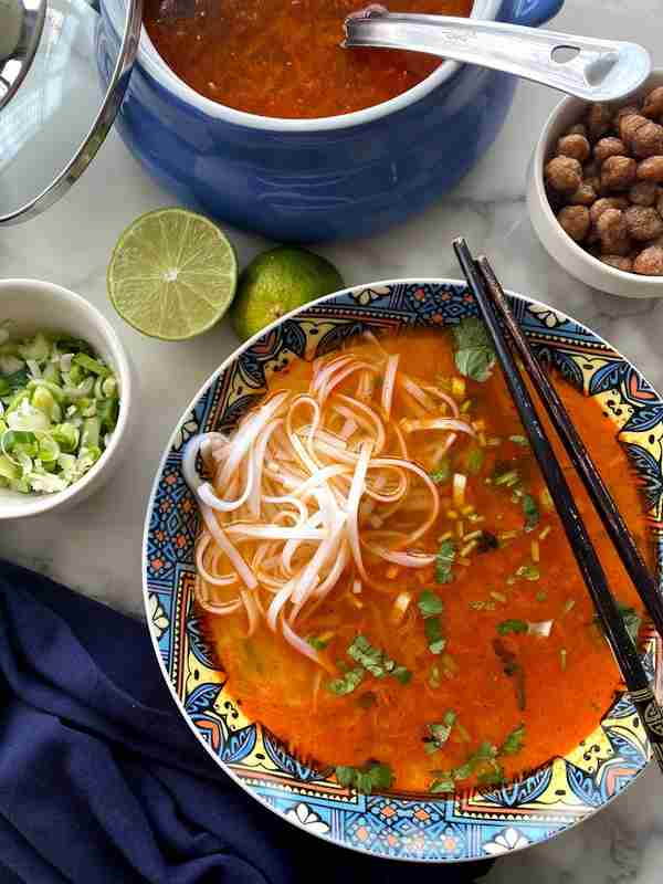 Vegetarian thukpa – Noodles in a spicy broth